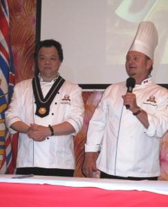 馬志堅(左)歡迎眾客